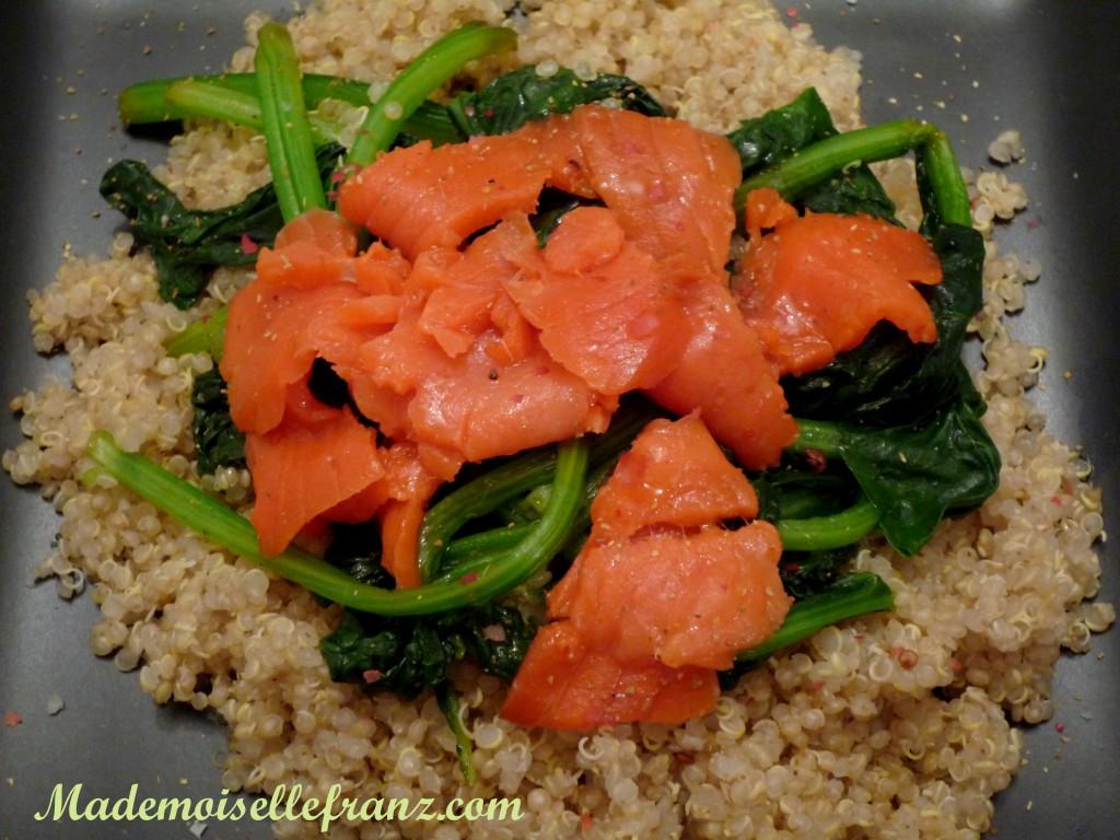 Salade quinoa-épinards-saumon fumé