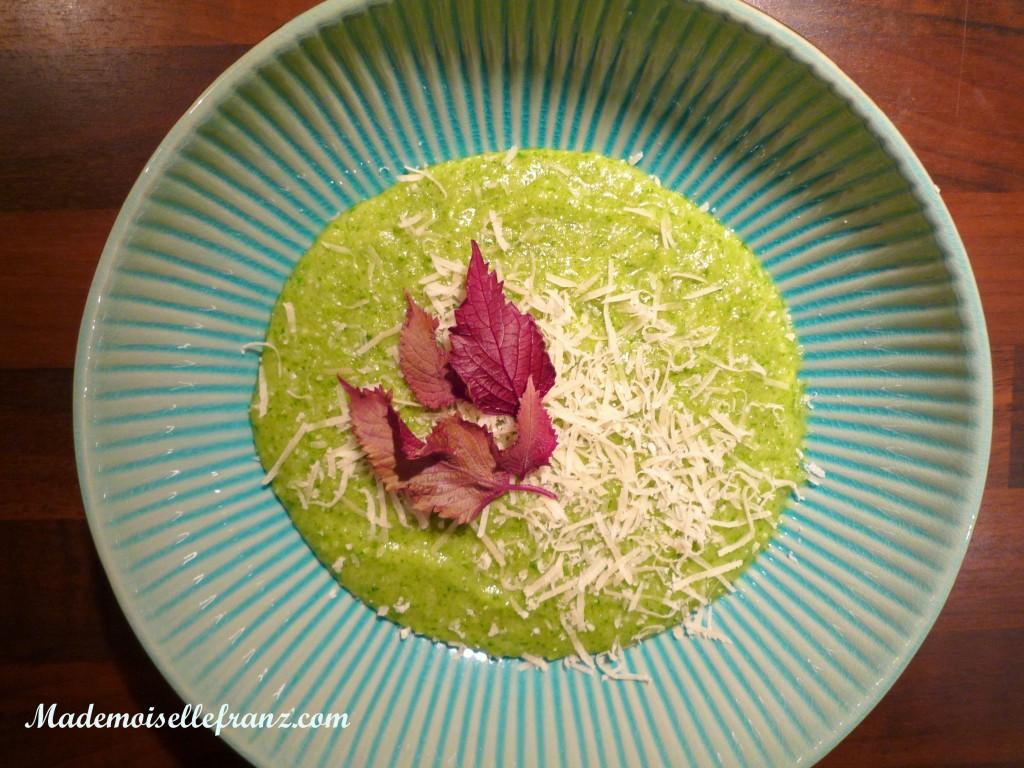 Soupe aux fanes de radis et au riz