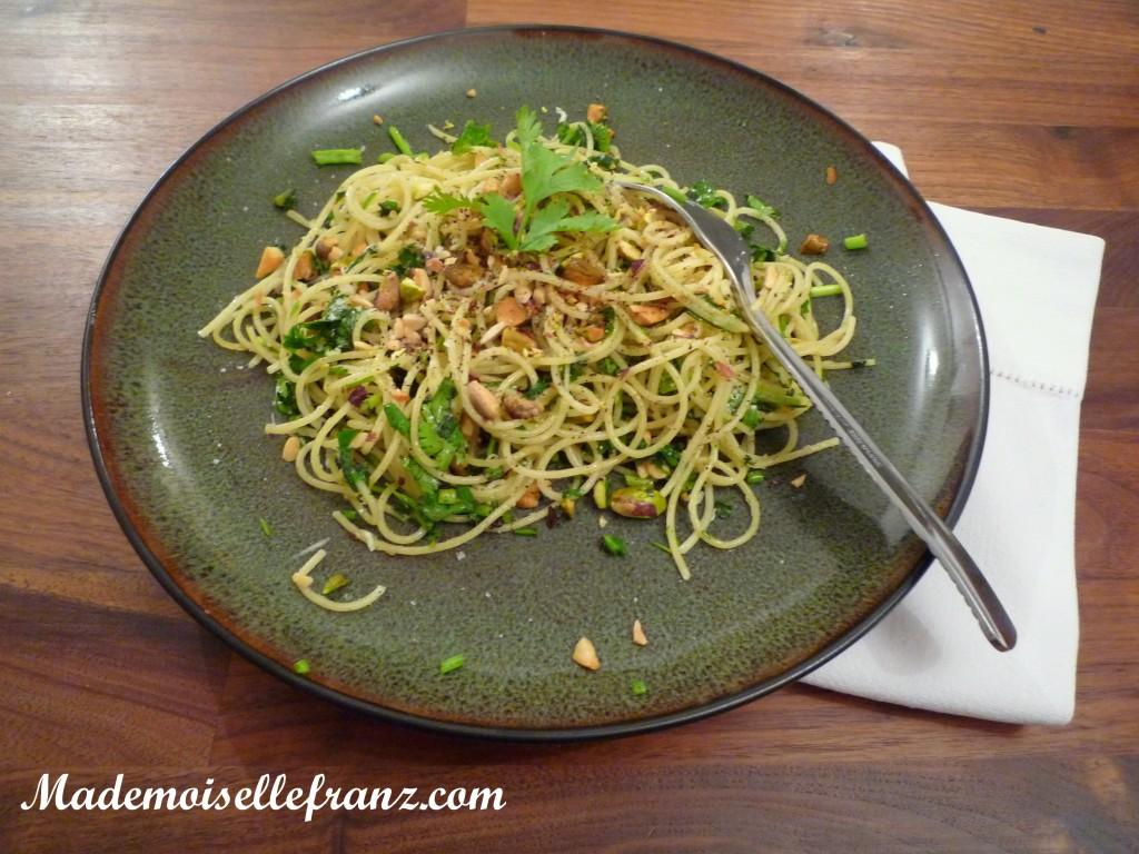 Spaghettis aux pistaches grillées et à la coriandre