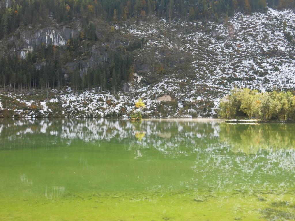 Lac dans le Salzkammergut-Autriche