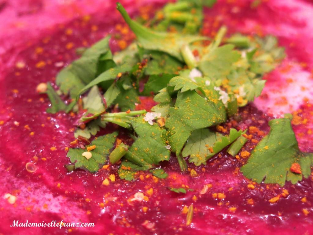 Valentinstagsmenü #1 : Rote Rüben Suppe mit Kokosmilch und Koriander